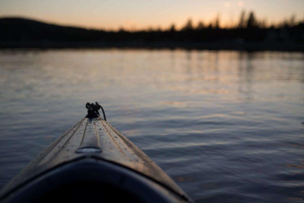 Barbecue et étoiles en kayak de mer